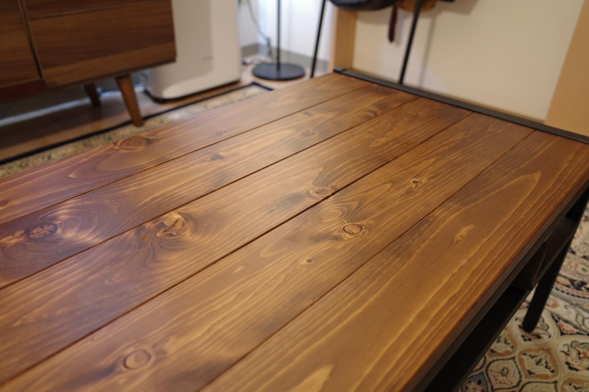 テーブルに熱いものを置いた時にできた白い跡を綺麗に消す方法│ごちログ